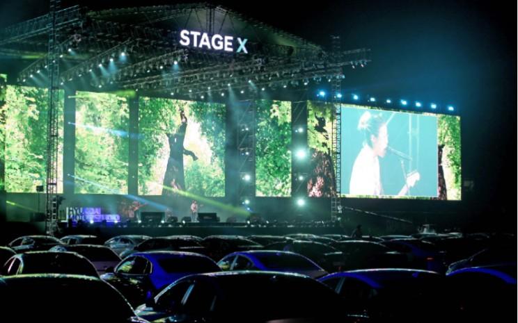 Konser digelar selama 3 hari, dan saban hari sekitar 300 mobil berbaris rapi di depan panggung.  - HYUNDAI
