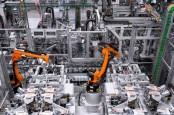 Mercedes-Benz Pacu Jaringan Pabrik Baterai
