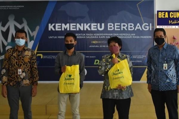 Bea Cukai Salurkan Bantuan Penanggulangan Covid-19 di Kota Banjarmasin dan Jayapura