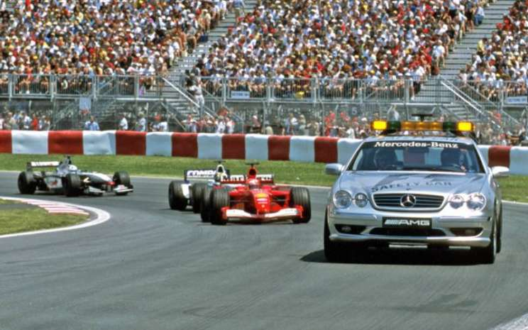 Model F1 Limited Edition terinspirasi Mercedes-Benz CL 55 AMG (C 215) yang menjadi kendaraan resmi F1 Safety Car. Foto diambil di arena Canadian Grand Prix, 10 Juni 2001. - MERCEDES/BENZ