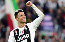 Christiano Ronaldo Pamer Rambut Gondrong