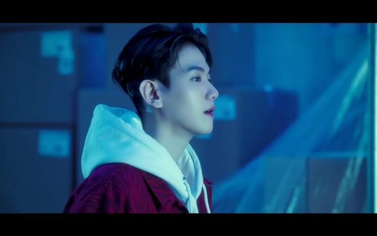Baek Hyun, personilEXO, dalam video klip dari lagu berjudul 'Candy' yang dirilisnya dalam album solo kedua yang bertajuk 'Delight' - Youtube.