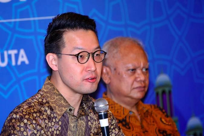 CEO PT Lippo Karawaci Tbk. John Riady (kiri) bersama Presiden Direktur Ketut Budi Wijaya memberikan penjelasan saat halalbihalal dengan media, di Jakarta, Kamis (20/6/2019). - Bisnis/Abdullah Azzam