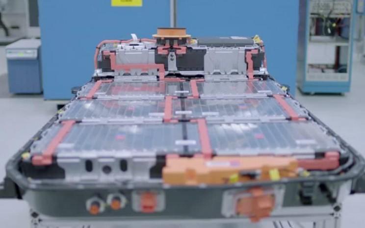 Sel-sel baterai akan digunakan dalam pikap listrik GM yang akan mulai berproduksi pada musim gugur 2021 di pabrik Detroit-Hamtramck.  - REUTERS