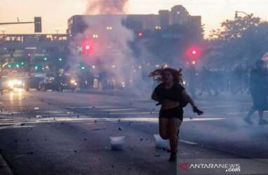 Gelombang Demonstrasi di AS, Amazon dan Apple Pangkas Operasi