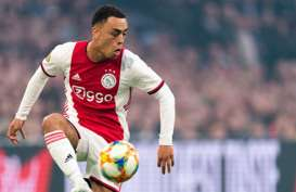 Bek Ajax Amsterdam Sergino Dest Incaran Masa Depan Barcelona