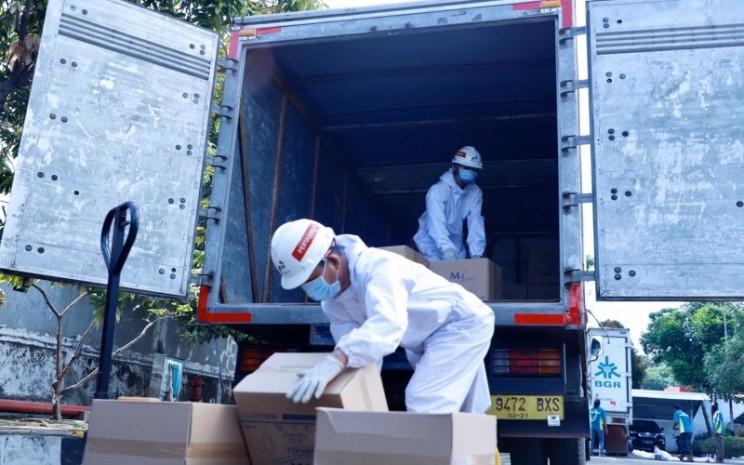 Pertamina, melalui Pertamina Bina Medika IHC, memberikan bantuan 185.000 alat pelindung diri (APD) ke 70 RS BUMN. Sebelum disalurkan, APD disimpan di Gudang Pertamina Logistik Perkapalan, Mei 2020. Istimewa - Pertamina