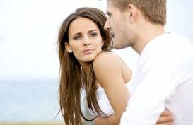 10 Cara Pria Bikin Cemburu Kekasih