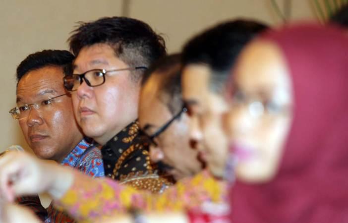 Direktur Utama PT Indo Tambangraya Megah Tbk Kirana Limpaphayom (dari kiri) dan Direktur Mulianto menjawab pertanyaan wartawan, usai Rapat umum pemegang saham tahunan perseroan, di Jakarta, Senin (25/3/2019). - Bisnis/Endang Muchtar