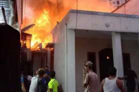 Kebakaran Landa Muara Baru, 20 Rumah Dilahap Api