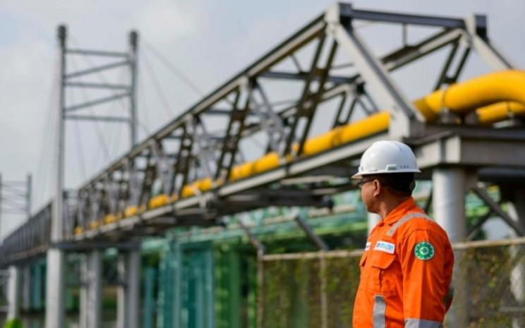 Petugas mengawasi pipa gas PT Perusahaan Gas Negara Tbk. (PGN). Istimewa - PGN