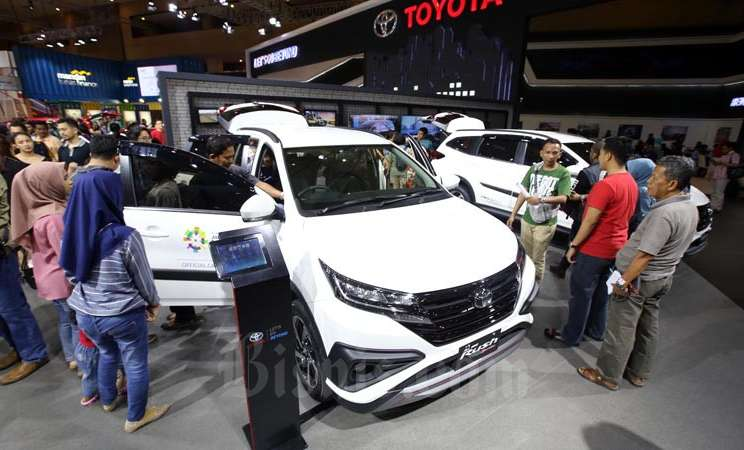 Mobil Toyota Rush di Pajang saat pameran Indonseia International Motor Show 2018 di Jakarta, Minggu (22/4/2018). - Bisnis/Abdullah Azzam