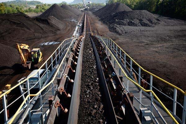 Aktivitas penambangan batu bara PT Bukit Asam (Persero) Tbk di Tanjung Enim, Sumatra Selatan - Bloomberg/Dadang Tri