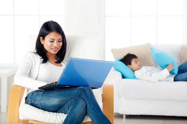 Menciptakan rutinitas yang terstruktur dan fleksibel dengan waktu kerja, sangat penting selama bekerja dari rumah. - Sheknows