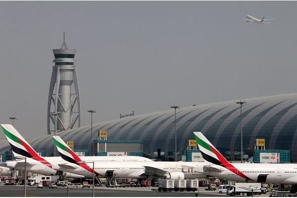 Ilustrasi: Pesawat Emirates Airlines di Bandara Internasional Dubai (10/5/2016). - Reuters/Ashraf Mohammad