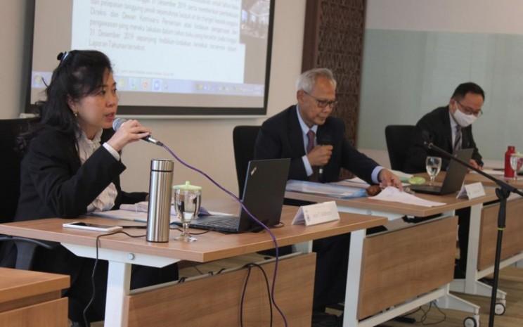 Dari kiri ke kanan: Istini T Siddharta (Direktur Utama), Adrianto Machribie (Komisaris Utama), Naga Waskita (Direktur Legal & Sekretaris Korporat) dalam Rapat Umum Pemegang Saham Tahunan PT Austindo Nusantara Jaya Tbk di Jakarta hari ini (10/6 - 20). Istimewa\\n