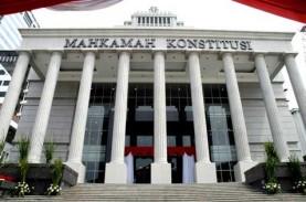 MK Ingatkan WNA Tak Punya Hak Konstitusional, Hanya…