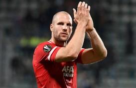 Mantan Bek Timnas Belanda Ron Vlaar Perpanjang Kontrak di AZ