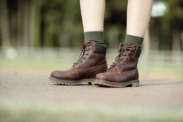Sepatu bot - istimewa