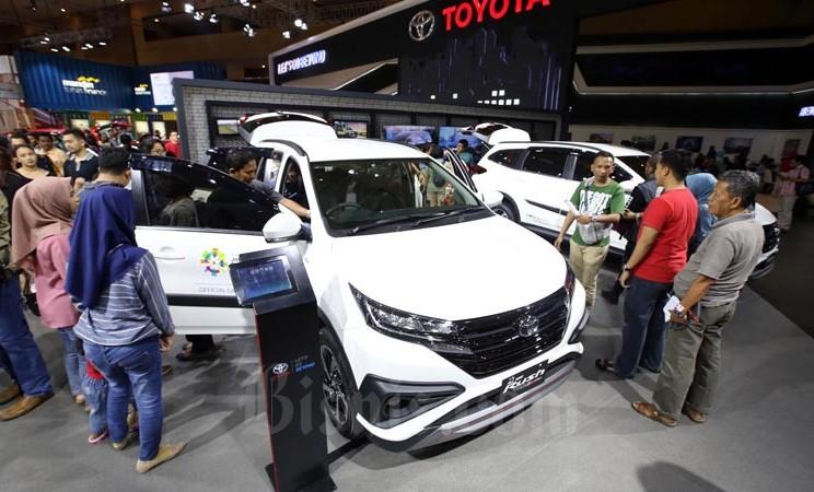 Ilustrasi - Mobil Toyota Rush di Pajang saat pameran Indonseia International Motor Show 2018 di Jakarta, Minggu (22/4/2018). - Bisnis/Abdullah Azzam