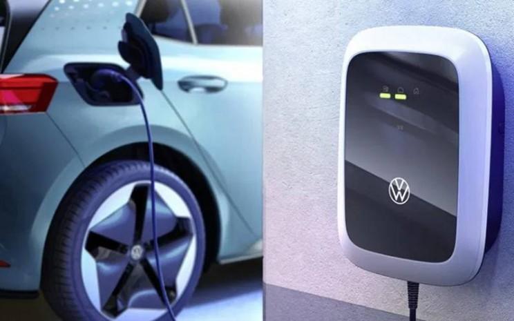 Volkswagen mulai menjual pengisi daya(charger)untuk mobil listrik VW ID pada Sabtu (13/6/2020), sebagai langkah awal sebelum mereka mengirimkan mobil ke rumah konsumen. - Antara/VW Global