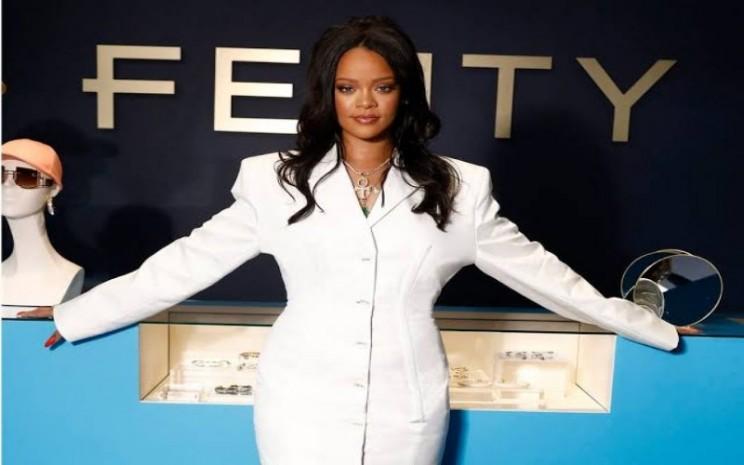Rihanna dengan brand Fenty