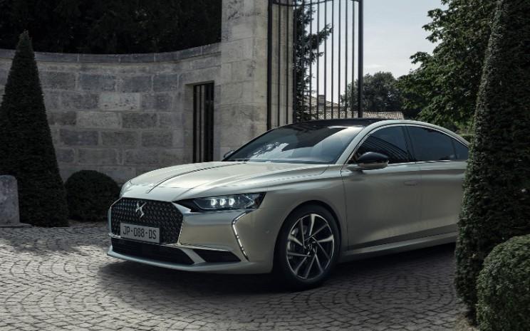 DS9. Mobil ini memiliki dimensi mirip dengan Audi A6: 4,93 m, lebar 1,85 m, dengan wheelbase 2,90 m.  - GIMS