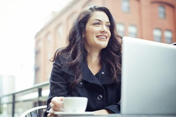 Solopreneur bisa membangun jaringan sosial dan bekerja di co-working space untuk menggairahkan semangat - Briozone