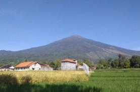 Aktivitas Pendakian dan Wisata Alam di Gunung Ciremai…