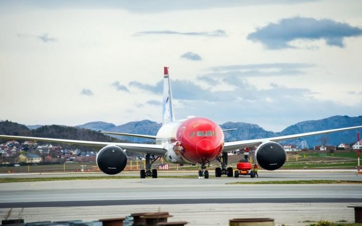 Norwegian Air akan kembali melayani penerbangan per 1 Juli 2020, setelah menyetop penerbangannya lebih dari 3 bulan akibat Covid-19 - Bloomberg