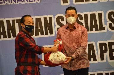 Kemensos Bagikan 164.450 Paket Sembako untuk Korban PHK
