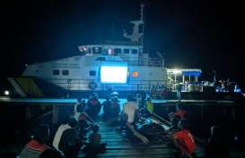 Berantas Destructive Fishing, Kapal Pengawas Disulap Jadi Layar Lebar