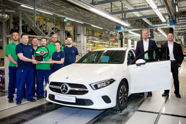 A-Class, mobil pertama dari pabrik Mercedes Benz di Kecskemet, Hongaria. - Mercedes/Benz