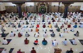 Salat Jumat: Masjid Sunda Kelapa Tak Terapkan Aturan Ganjil Genap Ponsel
