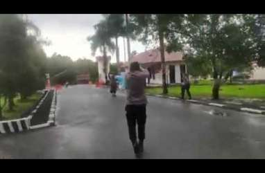 Sebelum Terobos Mako Brimob Polda Sultra, Pelaku Serang Kantor Kades