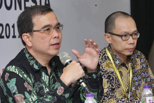 Direktur Utama PT Indocement Tunggal Prakasa Tbk Christian Kartawijaya (kiri), dan Corporate Secretary Antonius Marsos memberikan penjelasan mengenai kinerja perusahaan, di Jakarta, Senin (7/8). - JIBI/Dedi Gunawan