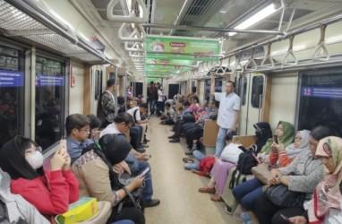 Tidur Terlalu Pulas di Kereta, Warganet Ini Alami Kisah Unik