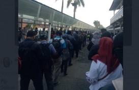 Antrean Penumpang KRL Membeludak di Luar Stasiun Bogor Senin Pagi 22 Juni