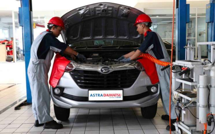 Layanan Astra Daihatsu Mobile Service adalah layanan diberikan untuk customer yang tidak sempat datang ke bengkel resmi Astra Daihatsu. pelayanan DMS menggunakan mobil khusus dengan peralatan yang lengkap tanpa dikenakan biaya tambahan.  - ADM