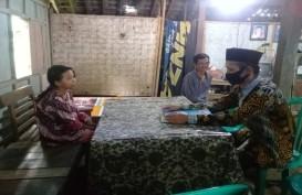 Guru SD Kulonprogo ini Rela Sambangi Rumah Siswa yang tak Punya Ponsel