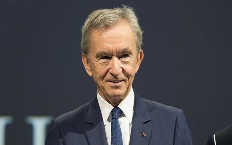 Bernard Arnault yang menjadi orang terkaya ketiga versi Forbes memperkenalkan budaya Paris.
