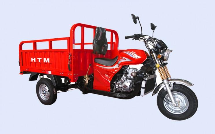 GAJAH 150 1,8 DP. Motor roda tiga itu biasanya berfungsi sebagai armada kuliner keliling atau sebagai alat distribusi barang ringan. - Asean Motor.