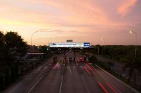 Trafik di Jalan Tol Nusantara Infrastructure (META)…