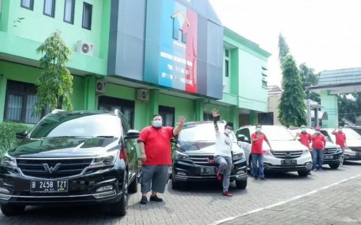 Bantuan tersebut diserahkan oleh Teddy Ichsam Arifin kepada Kokom Komalawati, Kepala Balai Rehabilitasi Sosial Eks Gelandangan dan Pengemis Pangudi Luhur Bekasi.  - ANTARA