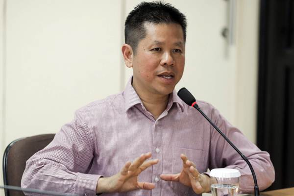 Presiden Direktur PT Mahkota Group Tbk. Usli Sarsi memberikan paparan saat berkunjung ke Wisma Bisnis Indonesia, di Jakarta, Senin (3/9/2018). - JIBI/Felix Jody Kinarwan