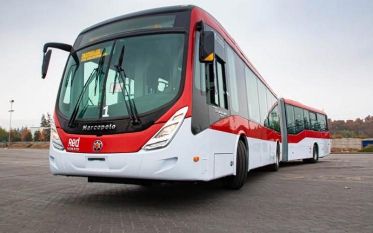 Bus gandeng Volvo B8RLE berstandar Euro VI sesuai dengan tuntutan Santiago akan emisi rendah dan keselamatan tinggi. - Volvo Buses