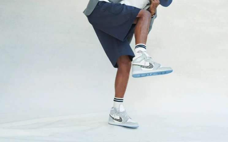 Sepatu Air Jordan yang berkolaborasi dengan Dior. - Dior