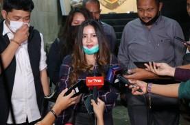 John Kei Dibesuk Putrinya di Rutan Polda Metro Jaya