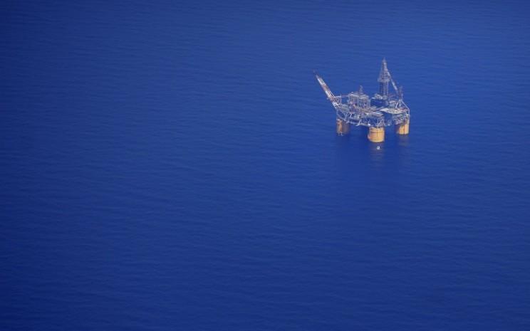 Pengeboran minyak lepas pantai. Bloomberg