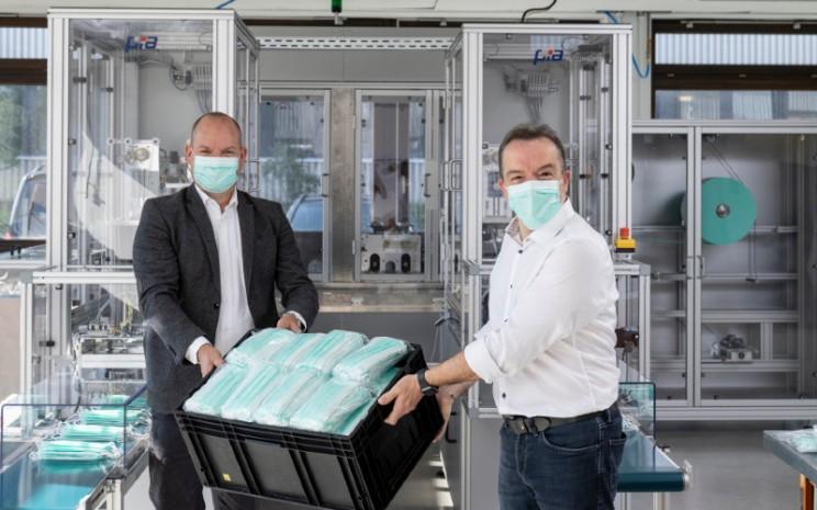 Mercedes-Benz mulai mengoperasikan pabrik di Sindelfingen untuk memproduksi masker berkapasitas 700.000 per hari. - Mercedes/Benz.